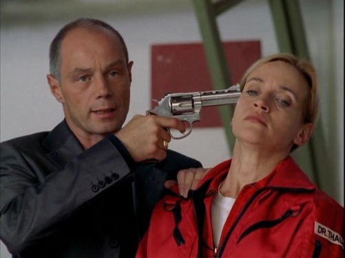 Medicopter 117 s4 e3 peter with a revolver.jpg