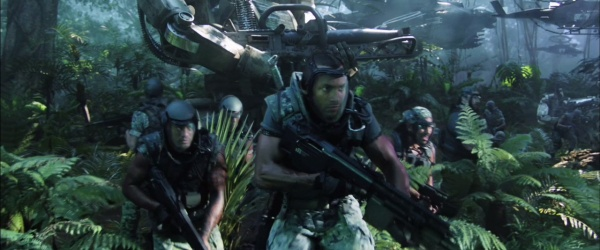RDA troops advance with their rifles. The soldier in the foreground ...: www.imfdb.org/wiki/Avatar
