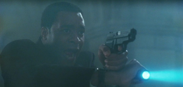 Agent Peabody (Chiwetel Ejiofor) in a Weaver stance with his SIG and flashlight.