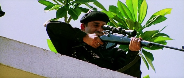 Dhoom 2 rifle 1 2.jpg